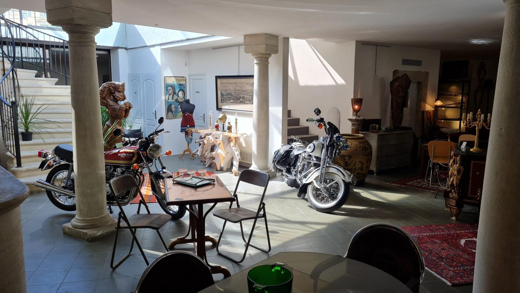 Galerie du Jardin de Castille Antiquités Brocante à Uzès